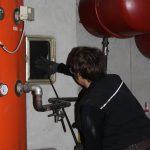 Bild: Reinigen einer Abgasanlage